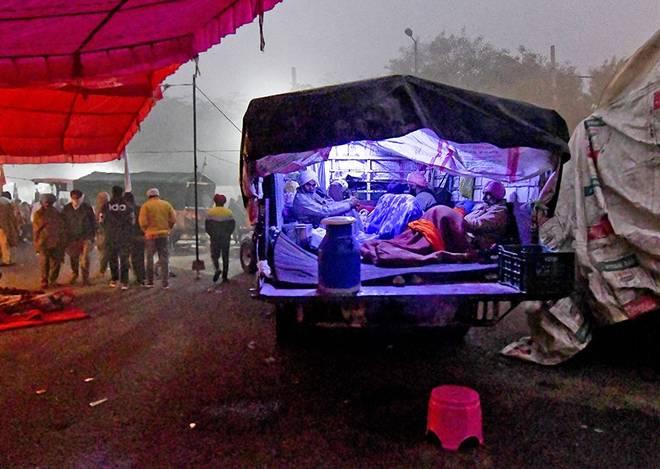 சிங்கு எல்லையில் போராட்டத்தில் இணைந்த விவசாயிகள் - Image Credit : thehindu.com