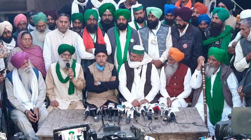 சிங்கு எல்லையில் விவசாயத் தலைவர்கள் - Image Credit : indianexpress.com