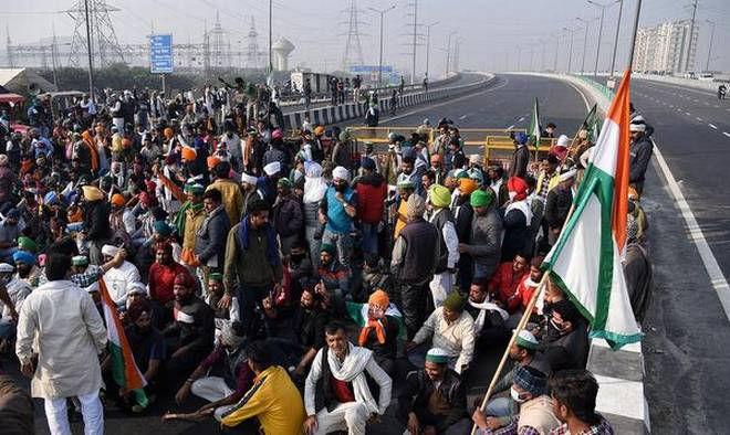 டெல்லி - காசிபூர் எல்லையில் மறியல் போராட்டம் - Image Credit : dnaindia.com