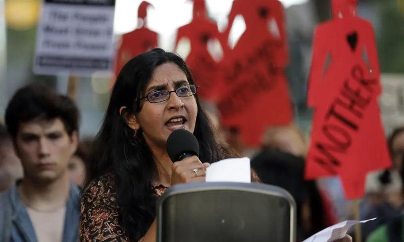சியாட்டில் நகர் மன்ற உறுப்பினர் சாமா சாவந்த் - Image Credit : The Guardian